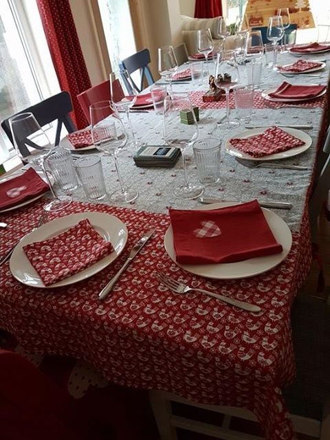 folk art table setting